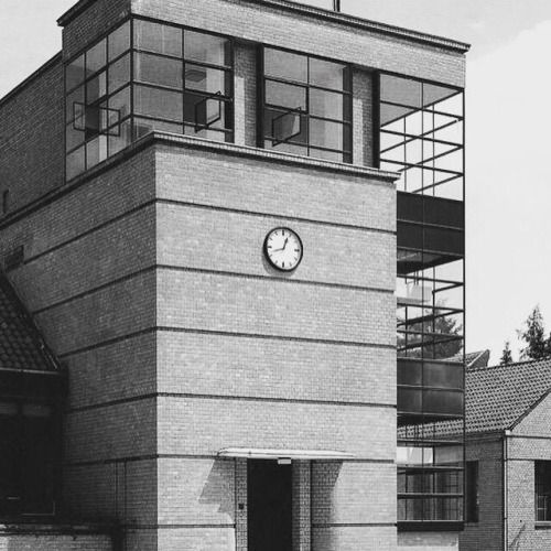Walter Gropius and Adolf Meyer's Fagus factory, Alfeld, 1913 (via Bauhaus Movement)