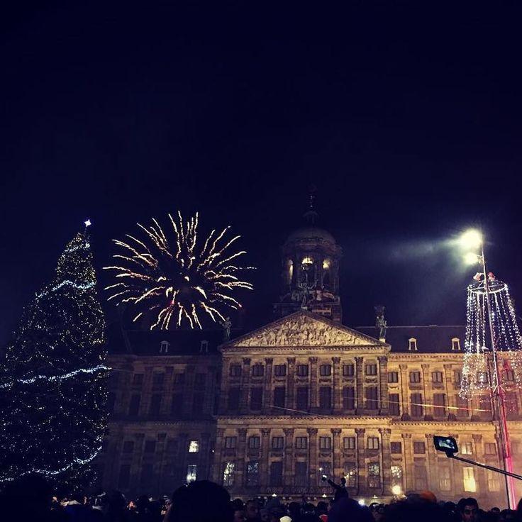 Happy New Year!  #Repost @herrmannlisamarie with @repostapp.  FROHES NEUES JAHR! #silvester #2015 #amsterdam #damsquare #aufdasneuejahr #fireworks #frohesneuesjahr #happynewyear #2016