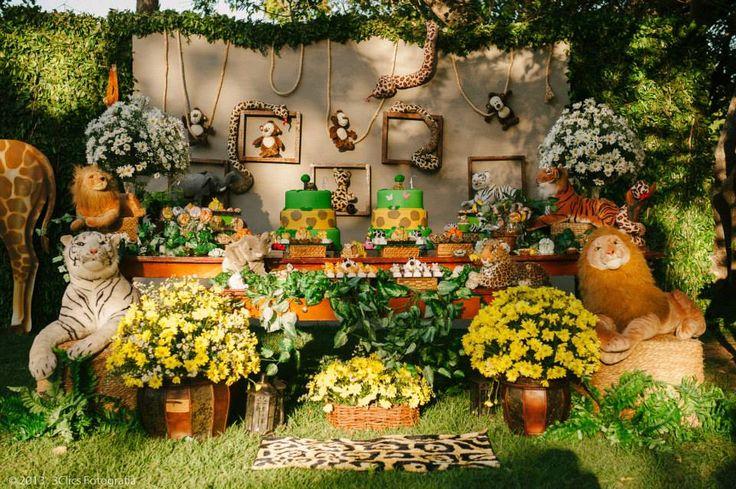 Safari foi o tema da festa de dois irmãos realizada no Parque Ecoeducativo Engenhoca. O Parque foi lindamente decorado pela Pettit Poá Festa...