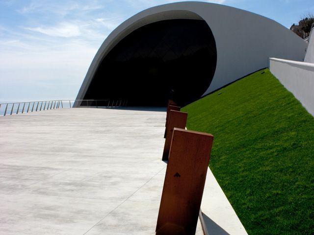 Auditorium Oscar Niemeyer - Ideal Work  #Pavimento Nuvolato per la terrazza panoramica dell'Auditorium di Ravello.  #idealwork #architettura #design #Niemeyer
