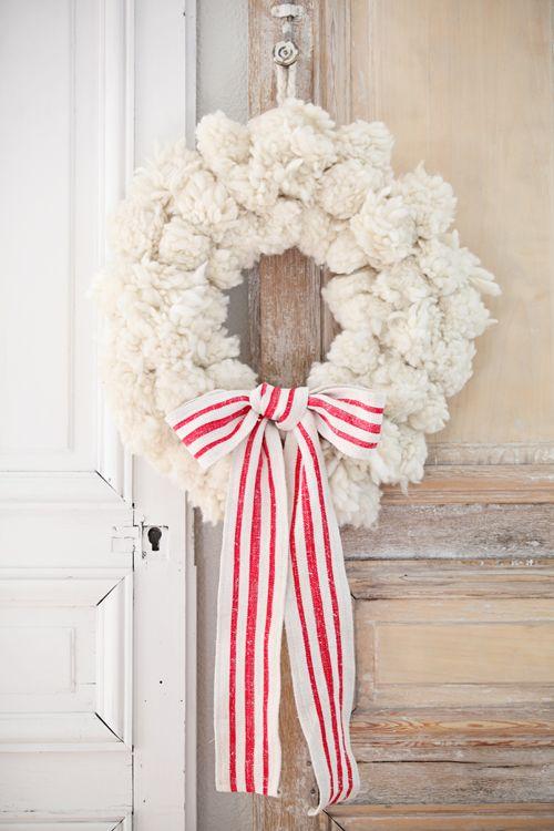 chunky yarn pom snowball wreath