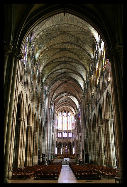 Basilique Saint-Denis.  Paris *nécropole des rois de France*