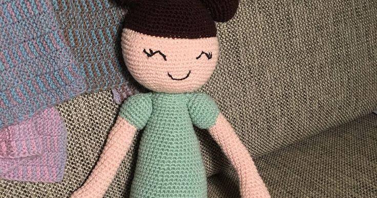 DIY, diy, hæklet dukke, opskrift, gratis, let, nem, hækleprojekt, hæklenål, fastmasker, dukken, Ditte, Dukke, hjemmelavet, gaveide, slaskedukke