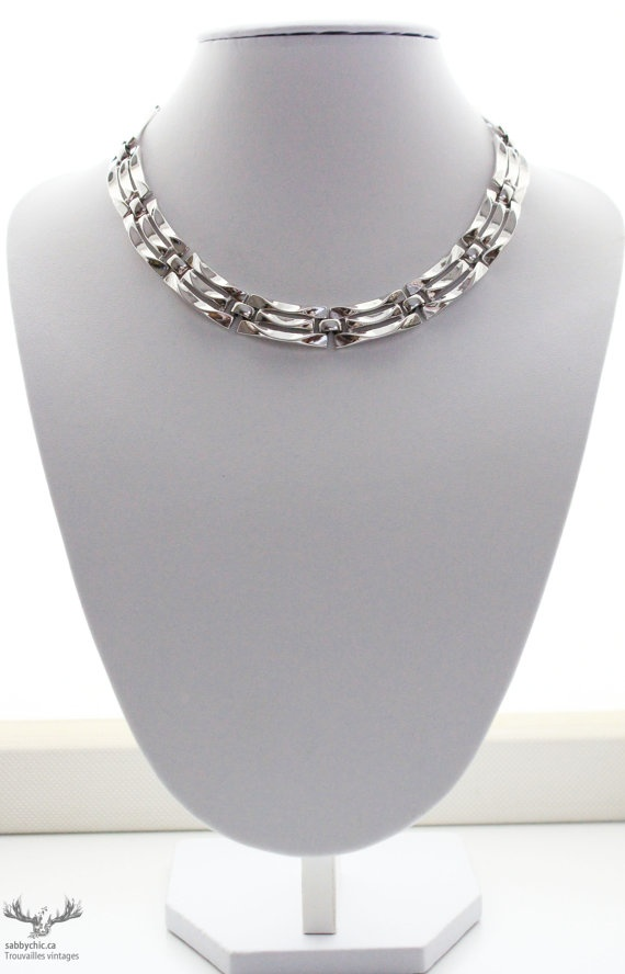 Collier vintage  vintage necklace by BoutiqueSabbyChic, $17.00  www.sabbychic.ca