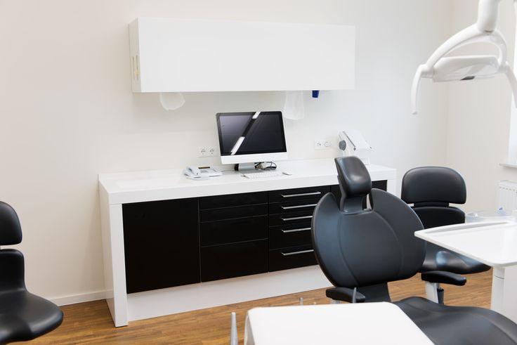 Zajmujemy się projektowaniem gabinetów medycznych, dbając o estetykę, higienę, funkcjonalność pomieszczenia i komfort pacjenta. Dobieramy odpowiednie kolory i meble tak by panowała miła atmosfera a klienci mięli prywatność i  czuli się bezpiecznie. Zapraszamy do kontaktu z naszymi projektantami i wykonawcami. http://luxinteriors.com.pl/projektowanie-wnetrz/projektowanie-gabinetow-medycznych
