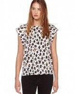 Top blanc motifs léopard porté par Joséphine Drai #Clique