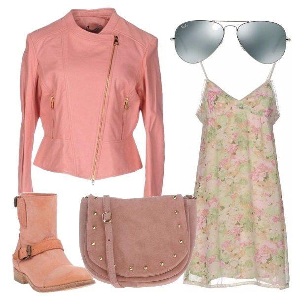 Un semplice vestitino con fantasia floreale viene proposto con un giubbotto in pelle color rosa. Anche gli stivaletti biker sono rosa in pelle scamosciata, come la borsa a tracolla che ha dei decori in metallo sul davanti. Immancabili gli occhiali da sole con lenti a specchio.