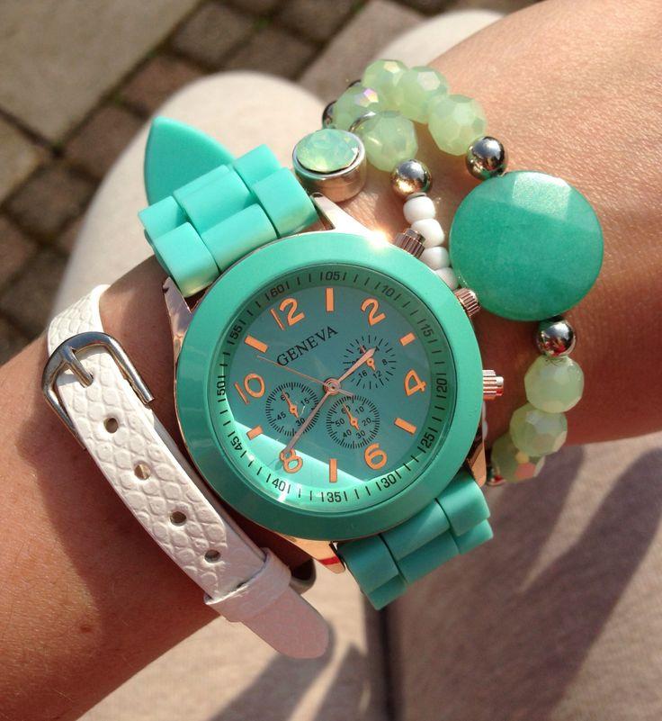 Geneva horloge bij ons te koop!  Leuk te combineren met deze armbandjes!   Setprijs: €21,95