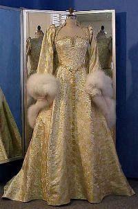 elizabethan wedding dress