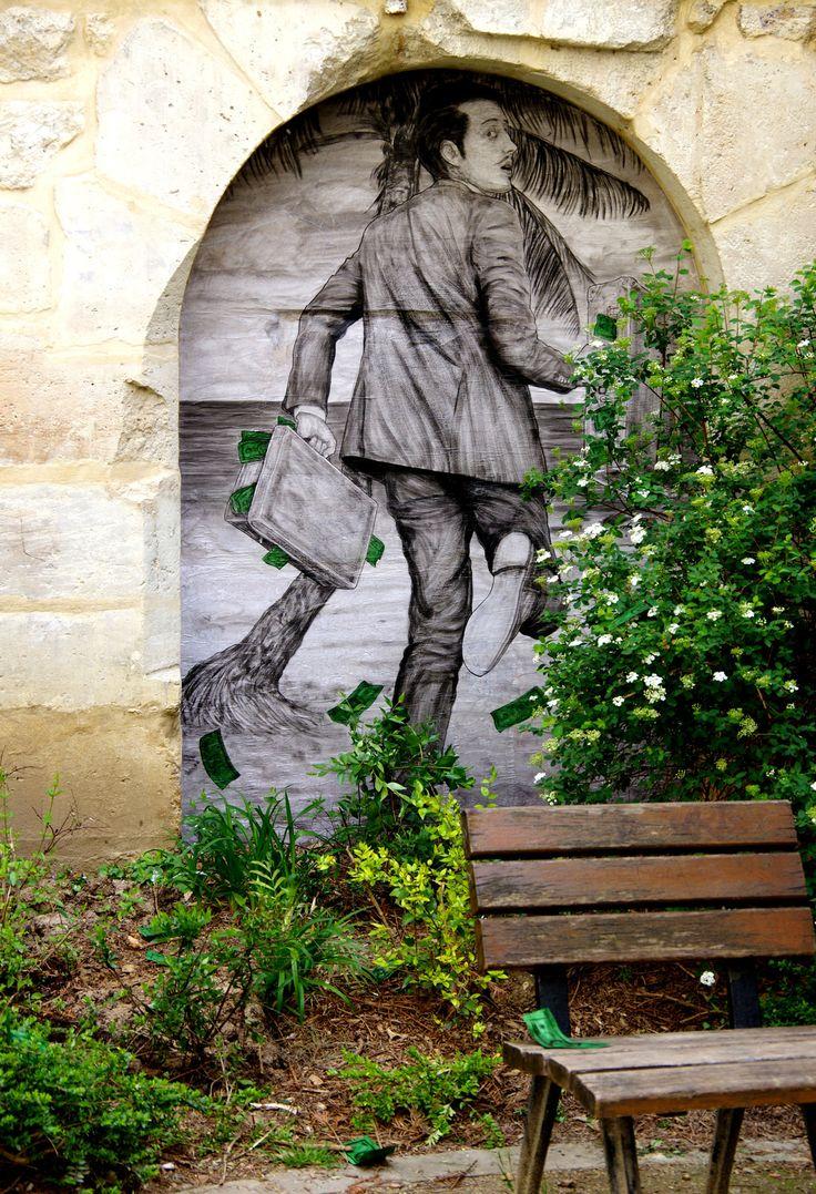 La fuite des capitaux... / Street art. / By Levalet.