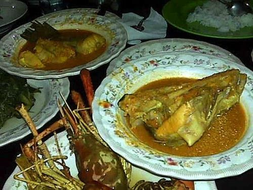 Asam Pedas Baung is a traditional food from Riau and originally from Kampar regent. Pedas means hot, can you it's taste with a fish from...
