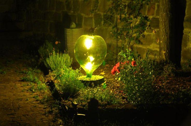 lampada da giardino con damigiana