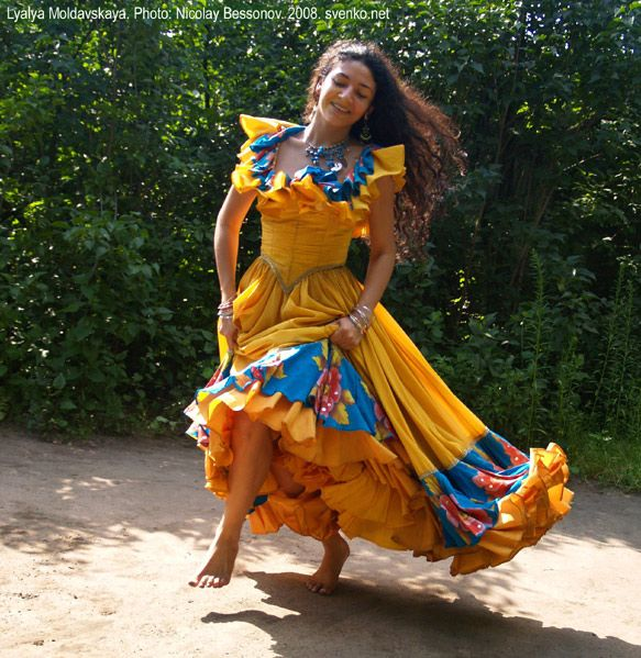 Romani Gypsy dance in photos. Gypsy dance by Nelly Maltseva