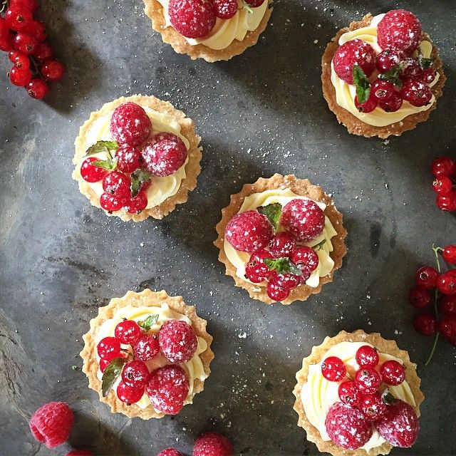 mini #raspberry #redcurrant #tartelettes with #pastrycream