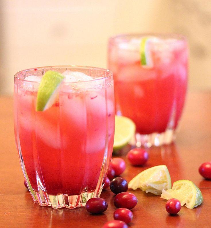 Cranberry Vodka Spritzer perfect for a Thanksgiving celbration. #cocktail #recipe