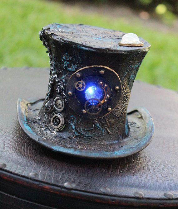 Steampunk vittoriano Mini Top Hat con luce di SteamDreamTreasures