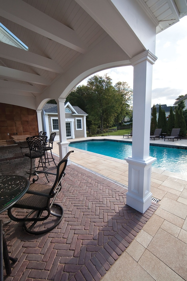 Umbriano paver pool deck with Copthorne accent