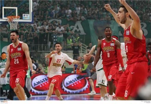 Οι πανηγυρισμοί των παικτών του ΟΣΦΠ μετά τη λήξη - Αθλητισμός - Μπάσκετ - Α1 Ανδρών - in.gr