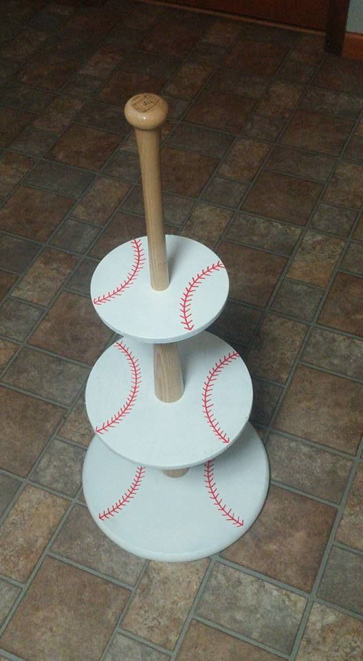 Easy Tutorial for a Baseball-themed Cupcake Holder.