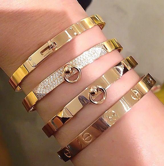 Fancy arm party w/ Hermés Kelly, Hermés Collier de Chien & Cartier Love Bracelet #StreetStyle