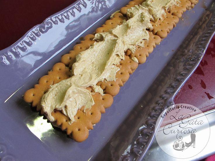 Esta crema de moka es la que básicamente la que me enseñó mi hermana mayor para hacer las galletas de coco o galletas verano , de hec...