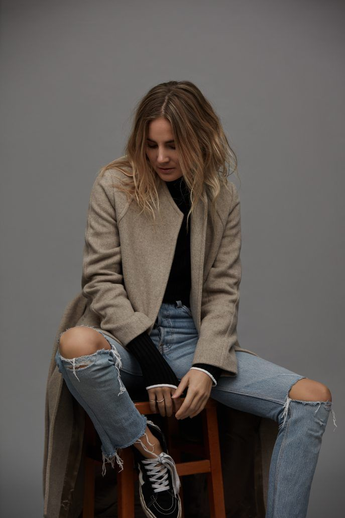 Loving Everlane style right now. Simple, structural clothes in cream, grey and black.