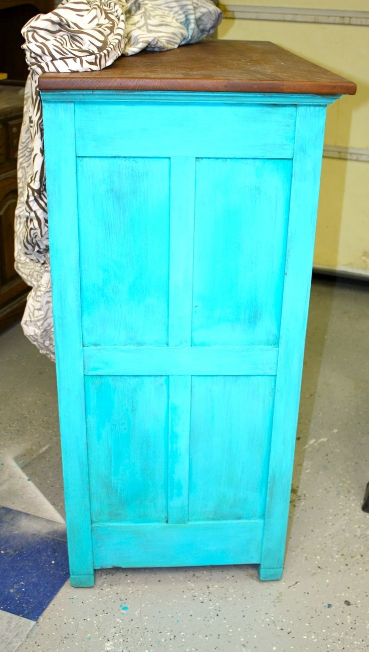 I just can't get enough of the stunning colors from the Real Milk Paint Co. ! Last dresser re-do it was a bold cobalt/ultra-marine blue....