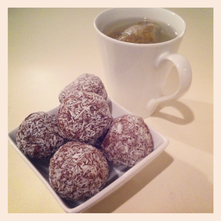 Cacao & chia bliss balls
