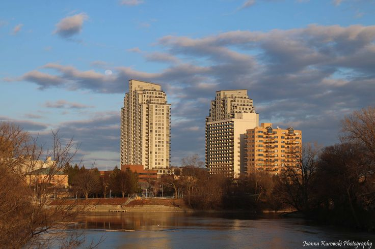 view on the Thames River and downtown buildings in #ldnont