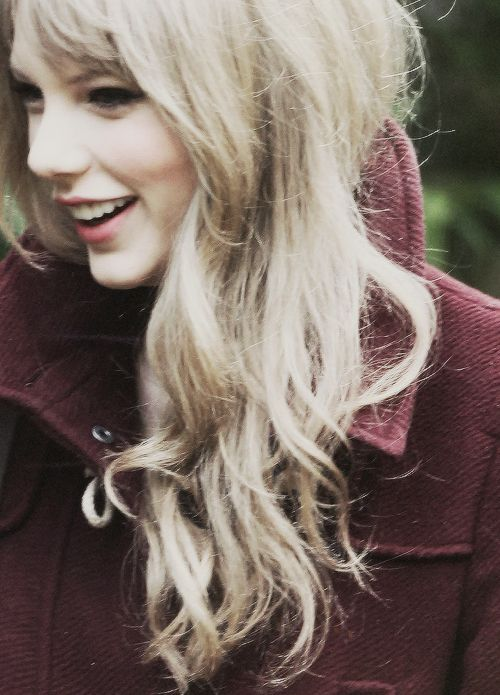 I know I pin plenty of pictures of Taylor, but I'm pretty sure this is my favorite picture.. :)