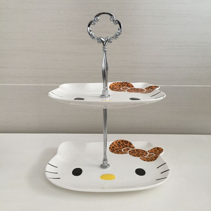Custom-made display stand with original kitty porcelain plate  fleurdelis.tictail.com