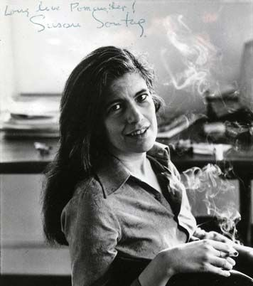 sontag women The photographs by annie leibovitz inwomen, taken especially for the book, encompass a broad spectrum of subjects: a rap artist, an astronaut, two supreme court justices, farmers, coal.