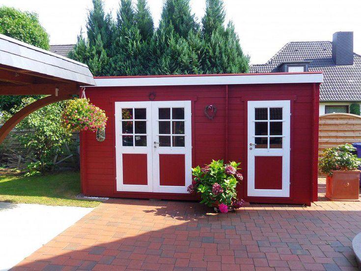 Praktisch: Das schwedenrote Karibu Gartenhaus Moosburg 1 mit Anbau bietet gleich durch drei Türen Zugang.