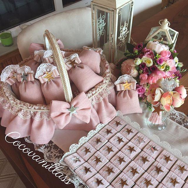 WEBSTA @ cocovanillass - Herşeyin yolunda gittiği, güzelliklerle dolu haftamız olsun Biz haftaya YILDIZ bebeğin doğum odası hediyelikleri ile başladık #hosgeldinbebek #doğumodasısüsleme #hastaneodasısüsleme #babyshower #babygirl #organizasyon #lavantakesesi