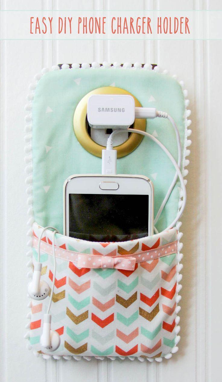 "Foto ""pinnata"" dalla nostra lettrice Marina Borsatti DIY Phone Charger Holder Holder - LOVE this idea!!"