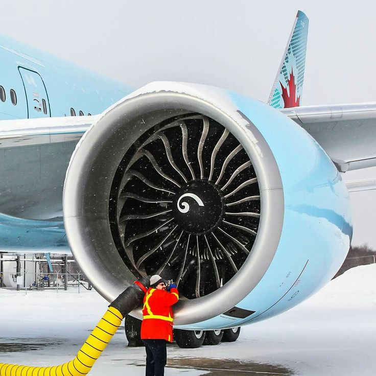 De-icing the GE90-115B engine of an Air Canada 777-300ER