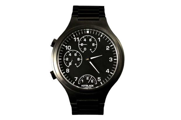 FOR FOOTIE FANATICS: The HotBlack watch is a classic, style-conscious watch that shows live football scores from your favourite club. — ©HotBlack     Simple, clean layout with well-integrated score and game clock dials.