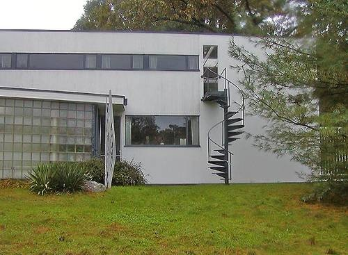 The Walter Gropius House  Pictures of Modern Houses: Walter Gropius House  1937: Bauhaus home of Walter Gropius in Lincoln, Massachusetts. Walter Gropius, architect.