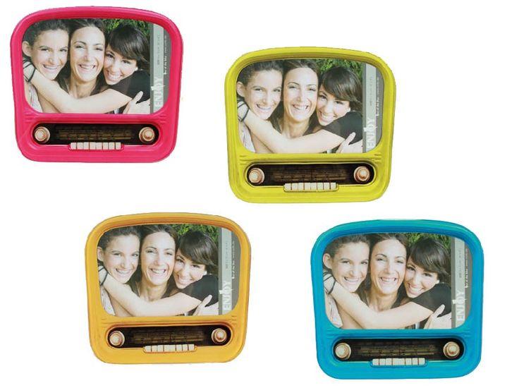 Portafotos de Cristal Nostalgic Radio Modelo  D4005105  Este Portafotos con forma de Radio Retro, es el complemento ideal para no olvidar esos momentos vividos con la gente que más quieres.