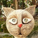 Ich biete hier aus meiner kleinen Keramikwerkstatt einen witzigen Katzenkopf zum Verkauf an. Ein witziger Geselle, der Sie immer wieder aufs Neue erfreuen wird, wenn er keck aus einer Hecke oder...