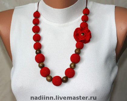 Crochet red beads and flower- necklace