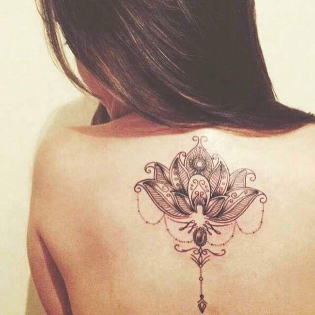Tatouage femme Fleur de lotus Noir et gris sur Dos