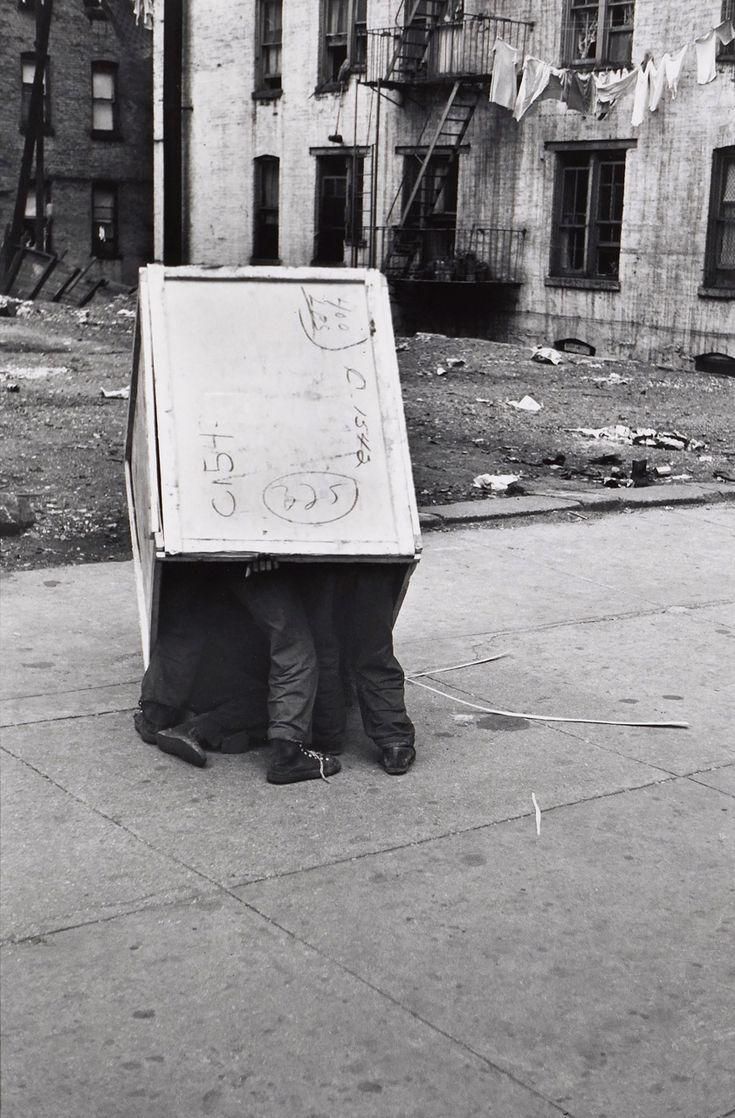 Street photography Helen Levitt - Kids in a Box, on the Street, New York City, ca. 1942