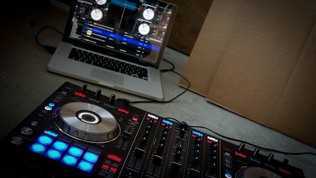 Pioneer DDJ-SX Controller for Serato DJ
