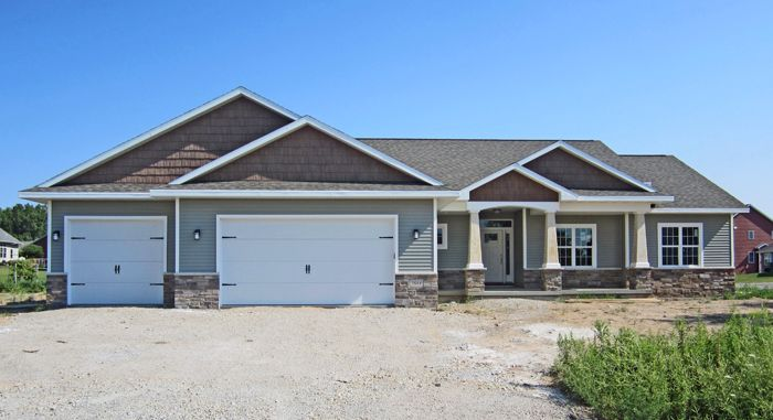 Custom ranch cypress homes mastic ovation scottish for Ranch homes with vinyl siding