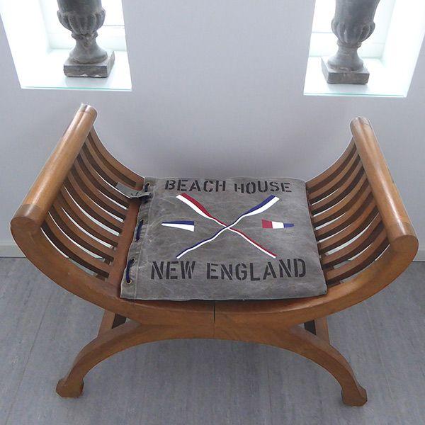 New England stolsdyna i genuint sliten canvas och motiv av åror och vimplar. Du bestämmer själv formatet och motiven.
