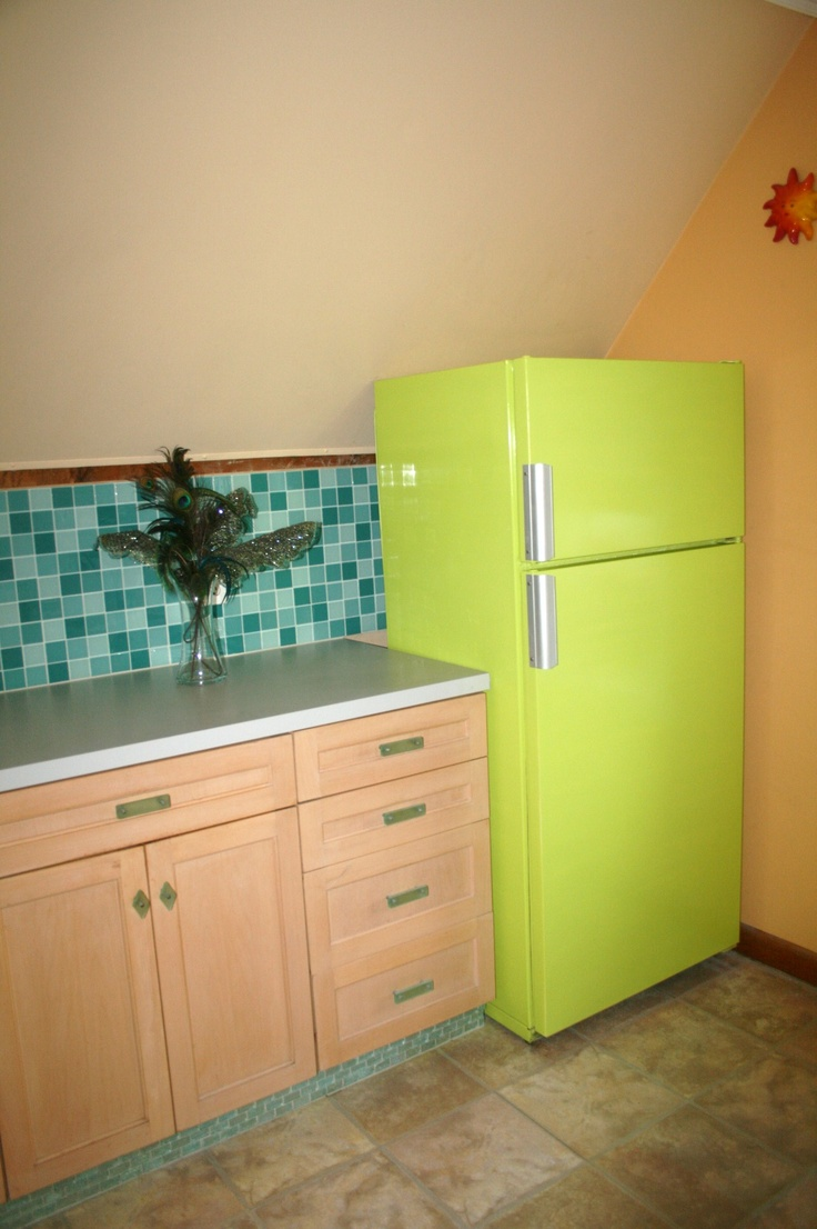 Flippin Kool Fridge!  My Mom's fridge was getting rust spots but worked GREAT!  So we Painted it Key Lime Green!  Cost?  2 cans of Epoxy spray paint!