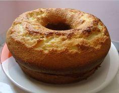 O Bolo de Iogurte é prático, fofinho e delicioso. Faça o bolo de iogurte para o café da tarde e receba muitos elogios. Confira a receita!
