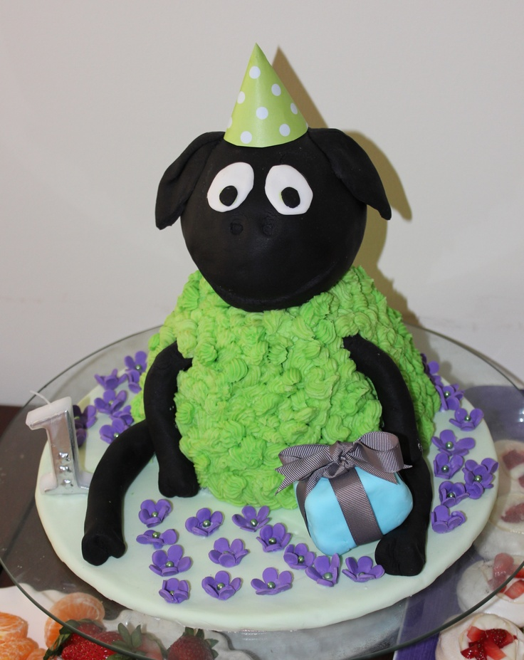 Where is the Green Sheep cake. Not by me, but by my beautiful sister