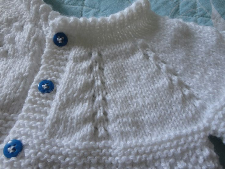 Casaquinho de bebê em tricô